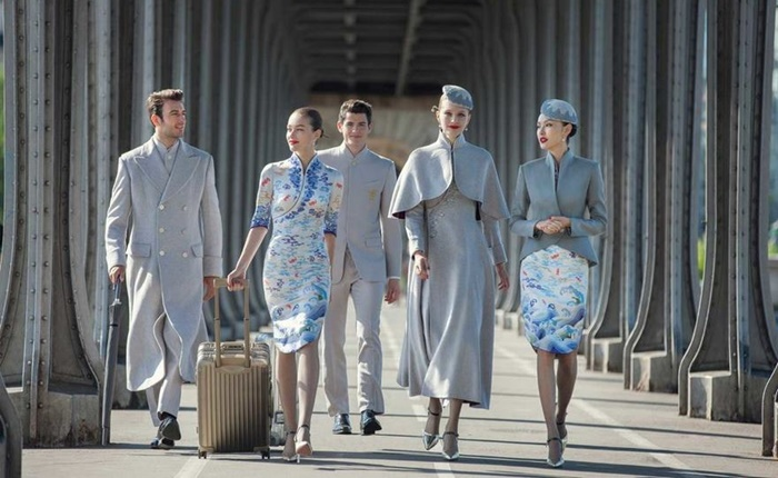แค่บริการดียังไม่พอ! Hainan Airlines ปฏิวัติชุดลูกเรือ โชว์ลุคสวยหรู สะกดทุกน่านฟ้า