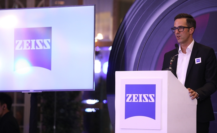 """โฟโต้ไฟล์ จับมือพันธมิตรระดับโลกอย่าง ZEISS เปิดตัวศูนย์จำหน่ายเลนส์คุณภาพระดับไฮเอนด์ """"ZEISS EXPERIENCE SHOWROOM"""" แห่งแรกของโลก"""