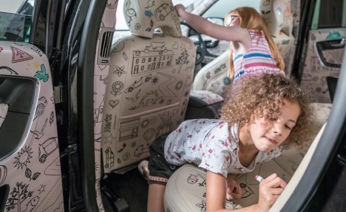 รถเช่า Hertz หาเหตุผลให้คนเป็นพ่อแม่ยิ่งอยากเช่ารถ ก็แค่ทำรถทั้งคันให้เป็นสมุดระบายสี คราวนี้ลูกนั่งยาวก็ไม่บ่น!