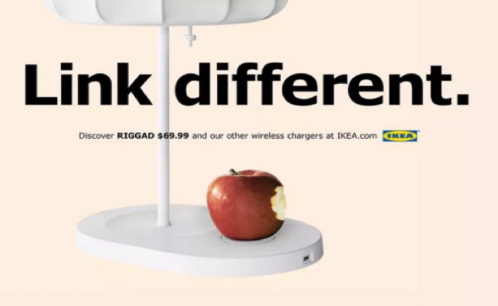 """IKEA ทันเทรนด์ จับโคมไฟพร้อมแท่นชาร์จไร้สาย โปรโมทคู่ """"ลูกแอ๊ปเปิ้ล"""" ผลก็คือ ดังทันควัน!"""