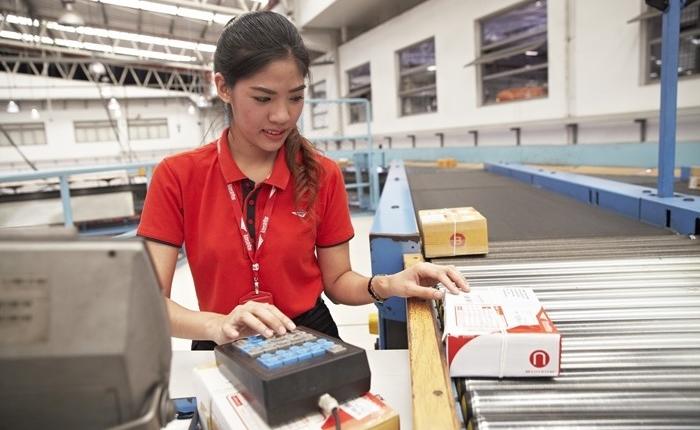 ผลอีคอมเมิร์ซเติบโต ดึงรายได้ ปณท.เพิ่ม 18% พร้อมประกาศเดินหน้านโยบาย 4.0 พัฒนาเทคโนโลยีดิจิทัล เพิ่มศักยภาพโลจิสติกส์ไทย
