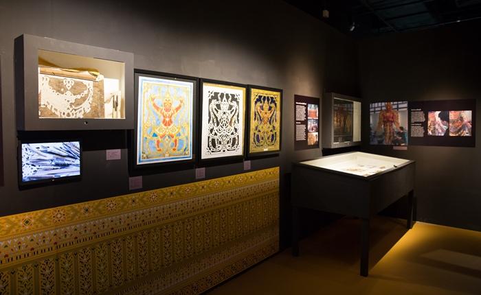 """ชมภาพบรรกาศ """"นิทรรศการครั้งประวัติศาสตร์ """"ศาสตรา สถาปัตย์ ไทย: พระเมรุมาศ จุดเชื่อมจักรวาลและการออกแบบ"""""""
