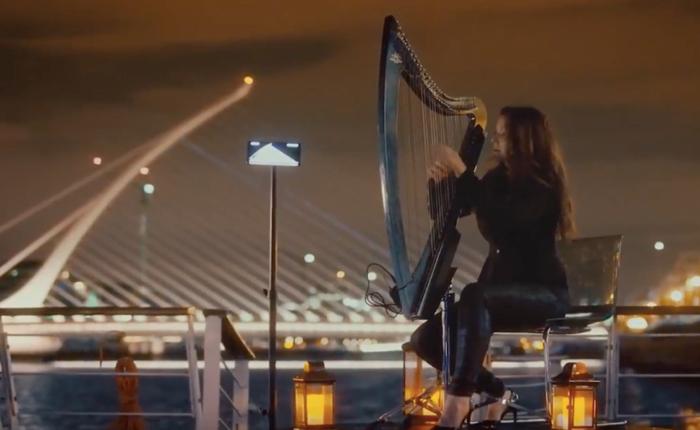 ซัมซุงจัดใหญ่โปรโมทมือถือ Note 8 ซิงก์เครื่องดนตรีฮาร์ปเข้ากับแสงสีเสียงของสะพานยักษ์สัญลักษณ์เมืองดับบลิน