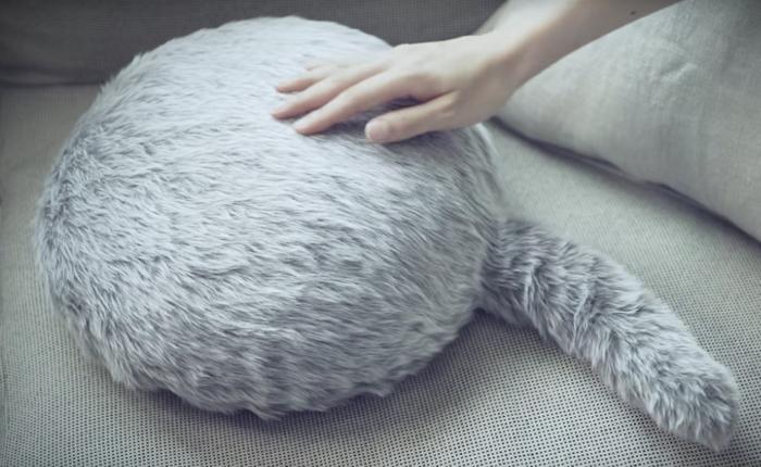 Qoobo สัตว์อะไรไม่มีหน้ามีตา มีแต่ตัวกับหางที่ขยับได้? มันเกิดมาเพื่อบำบัดจิตใจคน introvert โดยเฉพาะ