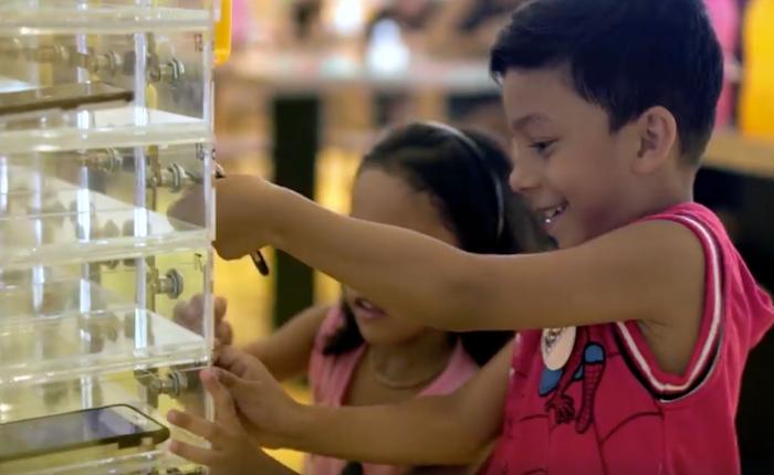 แมคฯ สิงคโปร์ ติดตั้งตู้เก็บล็อกมือถือ ให้พ่อแม่ลูกเอนจอยมื้ออาหารและความสนุกไปด้วยกัน
