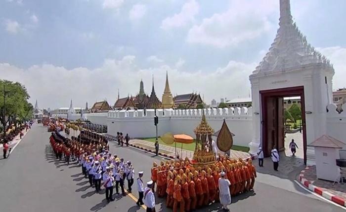 ประมวลภาพพระราชพิธีเก็บพระบรมอัฐิ รัชกาลที่ ๙ สมเด็จพระเจ้าอยู่หัวเสด็จฯ พร้อมพระบรมวงศ์