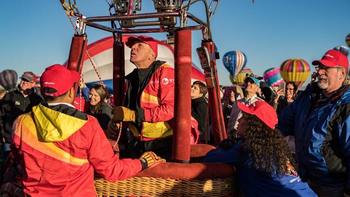 Vietjet's hot air balloon and bikini girls land in America 2