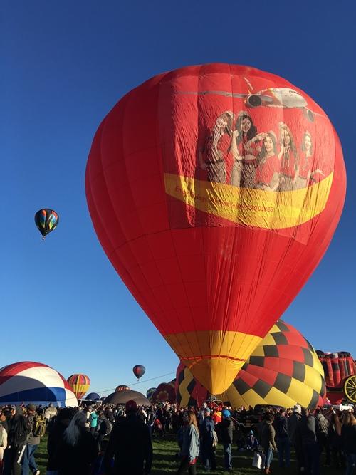 Vietjet's hot air balloon and bikini girls land in America 4