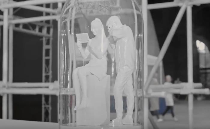 Tencent โปรโมทเว็บวิดีโอของตัวเองได้เจ๋ง จับโมเม้นต์ดีๆ ในการดูคลิปมาเป็นหุ่น 3 มิติ