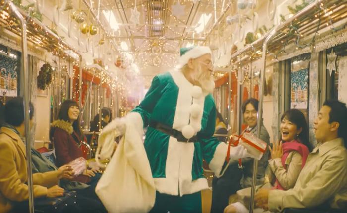 บริษัทตกแต่งภายใน เซอร์ไพรส์ลูกค้า เปลี่ยนตู้โดยสารรถไฟให้มีกลิ่นอายของคริสต์มาสทั้งโบกี้
