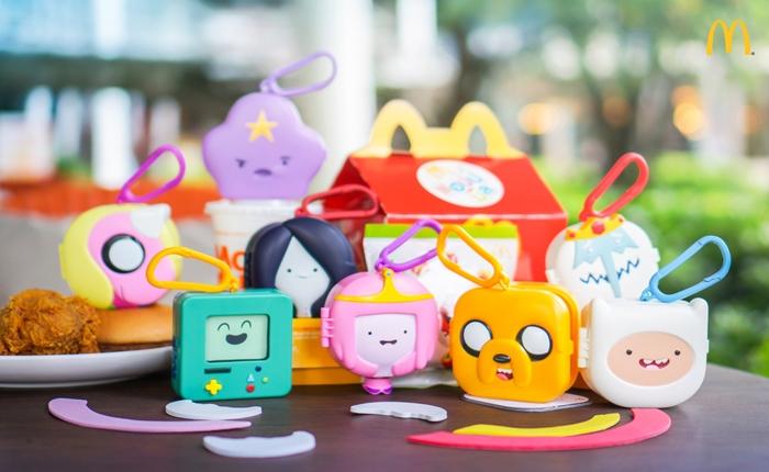 แมคโดนัลด์ ชวนอิ่มอร่อยและเสิร์ฟความสนุกกับแฮปปี้มีลชุดของเล่น Adventure Time การ์ตูนแนวตลกร้ายที่หลายคนติดตาม