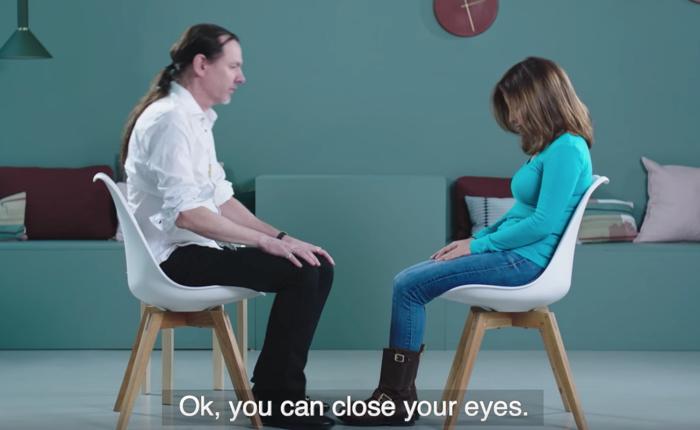 ซัมซุงใช้วิธีการสะกดจิตลูกค้า และสั่งให้ลบความจำ เพื่อหวังให้ลูกค้าเปิดทีวีดูซีรีส์เรื่องโปรดซ้ำแล้วซ้ำเล่า