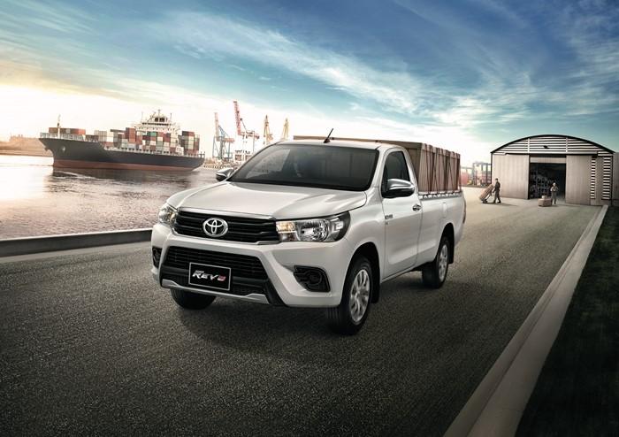 Toyota_REVO_6