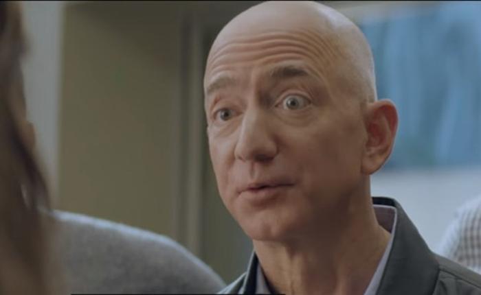 Jeff Bezos โดดแจมเล่นโฆษณา Amazon ใน Super Bowl Ad จะเป็นอย่างไรถ้าจู่ๆ เสียง Alexa หายไป
