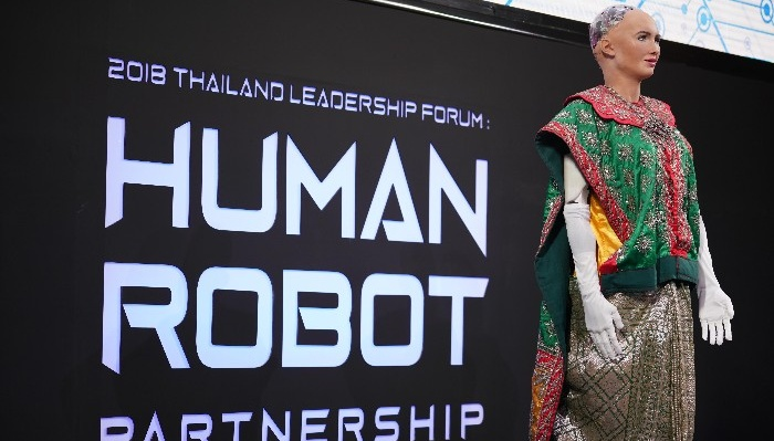 AIS Academy จับมือ Slingshot Group พาหุ่นยนต์โซเฟีย AI ที่ได้รับสัญชาติตัวแรกของโลก สร้างแรงบันดาลใจให้พนักงาน