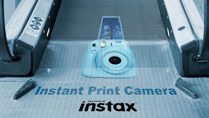 [OOH] ทุกที่เป็นพื้นที่โฆษณาได้ Fujifilm เปลี่ยนบันไดเลื่อนธรรมดา ให้เป็นกล้องโพลารอยด์