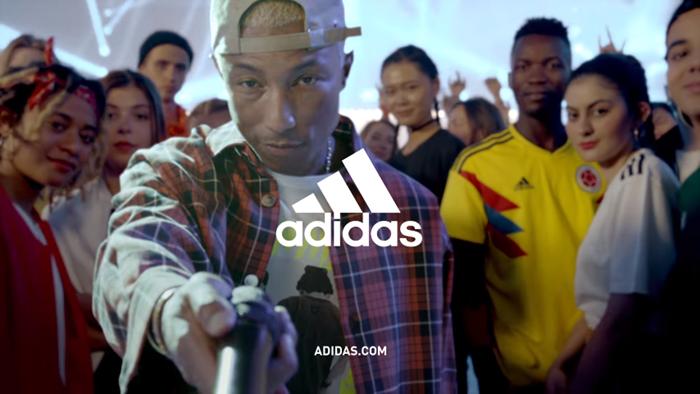 ห้ามกระพริบตา! มาลองนับกันดูว่าคุณเจอคนดังกี่คนในโฆษณาฟุตบอลโลกเรื่องล่าสุดจาก Adidas