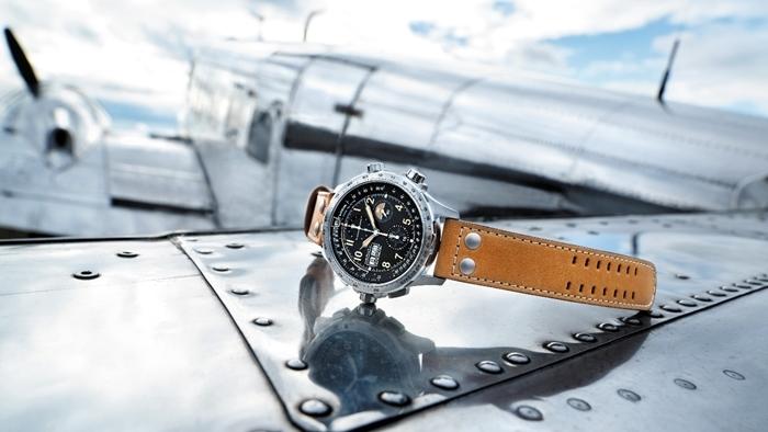 เล่นใหญ่ได้อีก Hamilton ครบรอบ 100 ปีผู้จับเวลาแห่งน่านฟ้า โปรโมทนาฬิการุ่นลิมิเต็ด ด้วยการยกเครื่องบินจำลองมาให้ลองขับกันเลยที่พารากอน