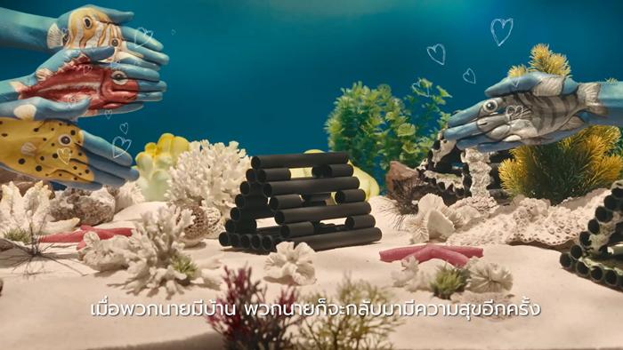 """""""2 มือสร้างบ้านปลา"""" โฆษณาสร้างสรรค์วันทะเลโลก ที่แสดงนำโดย 2 มือจริง ๆ จาก SCG"""
