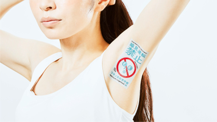 ให้มันได้อย่างนี้ซิ! เอเจนซี่โฆษณาในญี่ปุ่น ใช้ใต้วงแขนสาวๆ เป็นพื้นที่โฆษณา