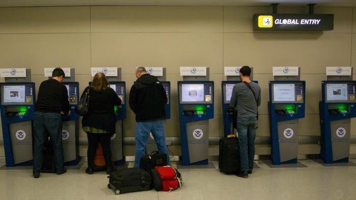 ภาพ : U.S. Customs and Border Protection https://www.cbp.gov/newsroom/photo-gallery/apc-and-global-entry-kiosks#