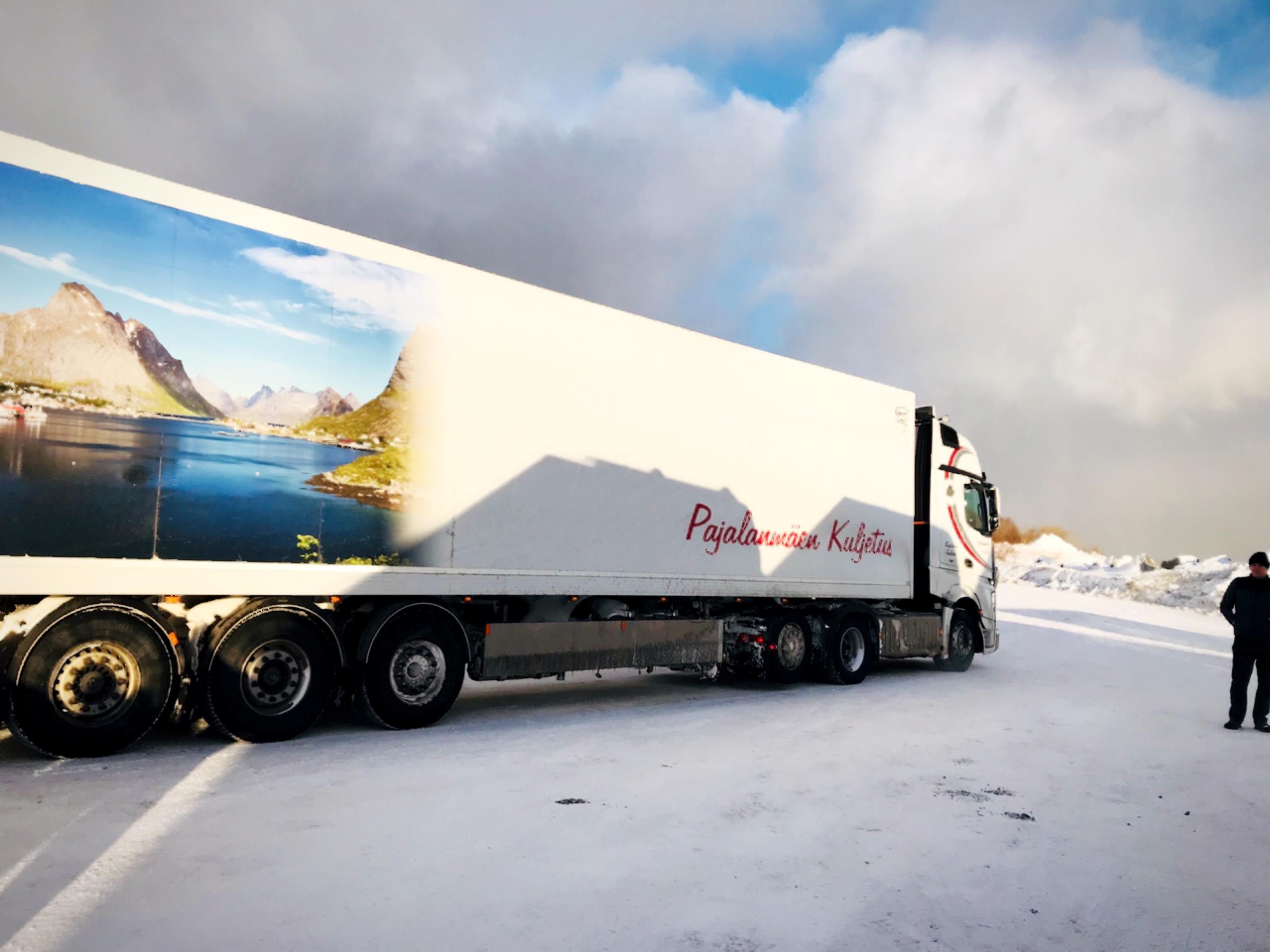 รถบรรทุกใช้ขนส่งปลาแซลมอนในประเทศนอร์เวย์ และไปยังสนามบินเพื่อส่งออกต่างประเทศ